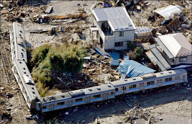 Tren descarrilado en Higashimatsushima, Prefectura de Miyagi. Fuente: The New York Times