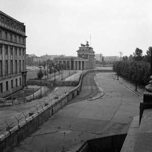 El Muro de Berlín dividía la ciudad como una cicatriz